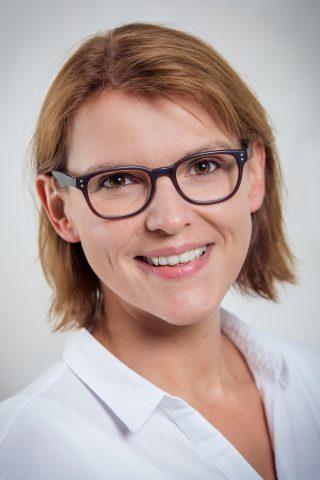 https://augenlicht.clinic/wp-content/uploads/2018/07/Jödecke_Sonja-320x480.jpg